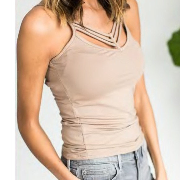 81ef34f8ebe4b NWT strappy front tank top